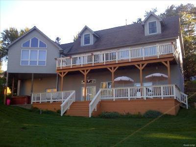 Lake Orion Single Family Home For Sale: 688 King Cir