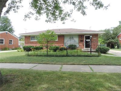 Clinton Township Single Family Home For Sale: 35701 Strathcona St