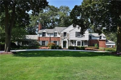 Bloomfield Hills Single Family Home For Sale: 1033 N Glengarry Rd
