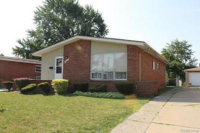 Oak Park Single Family Home For Sale: 14441 Manhattan St