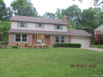 Farmington Hills Single Family Home For Sale: 35687 Johnstown Rd