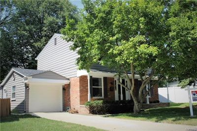 Clawson Single Family Home For Sale: 817 N Selfridge Blvd