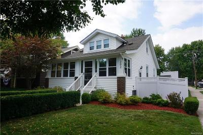 Royal Oak Single Family Home For Sale: 202 S Connecticut Ave