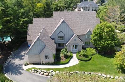 Rochester Hills Single Family Home For Sale: 1649 Scenic Hollow Dr