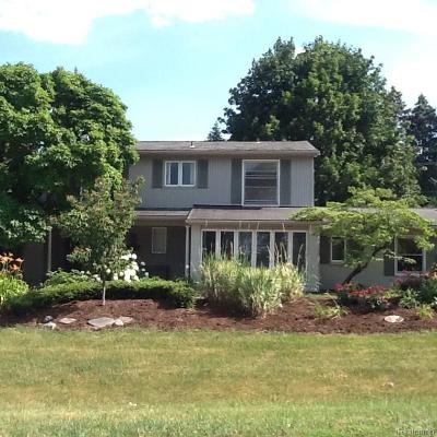 West Bloomfield Single Family Home For Sale: 3075 Hartslock Woods Dr