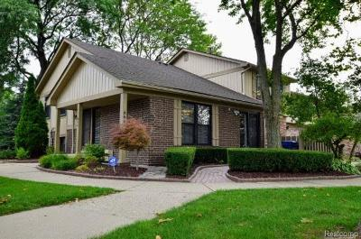 Rochester Hills Condo/Townhouse For Sale: 949 Sherwood Forest Dr