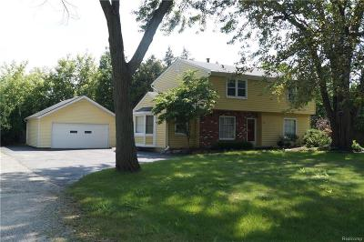 Rochester Hills Single Family Home For Sale: 301 Nawakwa Rd