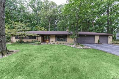 Livonia Single Family Home For Sale: 16915 Mayfield St
