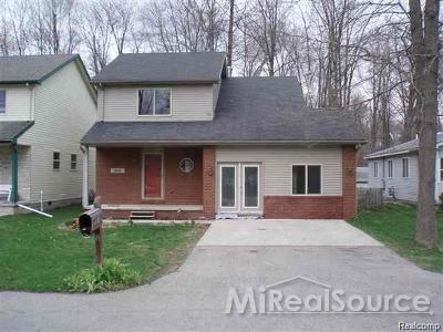 Algonac Single Family Home For Sale: 9111 Maple Rd