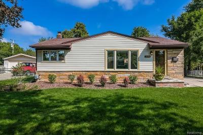 Rochester Hills Single Family Home For Sale: 200 Reitman Crt