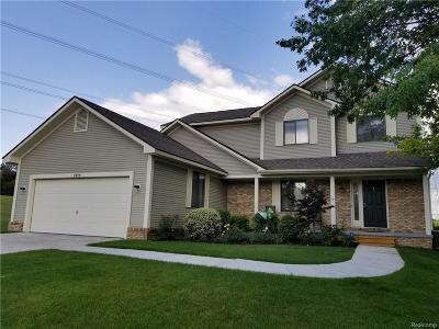 Clarkston Single Family Home For Sale: 6464 Mockingbird
