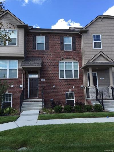 Rochester Hills Condo/Townhouse For Sale: 2738 Helmsdale Cir