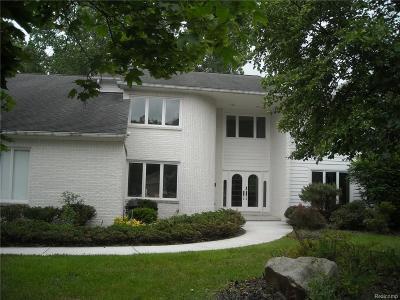 Farmington Hills Single Family Home For Sale: 30600 Sudbury Crt