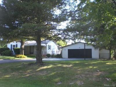 Lake Orion Single Family Home For Sale: 2761 Gorlad