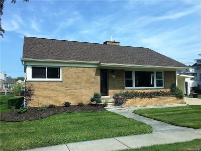 Algonac Single Family Home For Sale: 204 Mill St