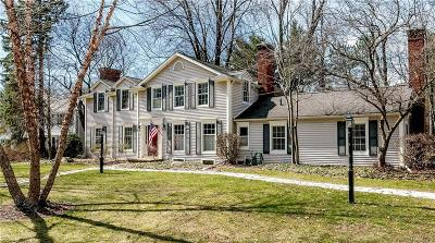 Bloomfield Hills Single Family Home For Sale: 6154 Lantern Ln