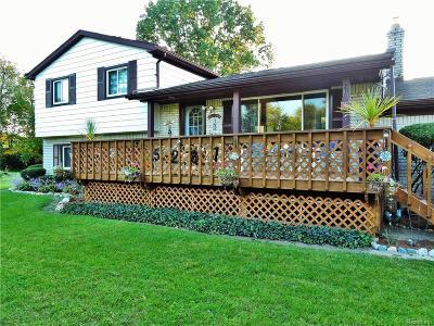 Clarkston Single Family Home For Sale: 5281 Oak Park Dr