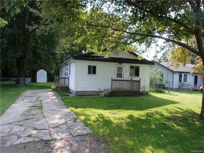 Algonac Single Family Home For Sale: 9531 Ester Green