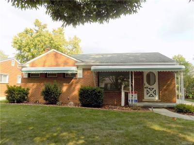 Livonia Single Family Home For Sale: 8950 Brentwood St