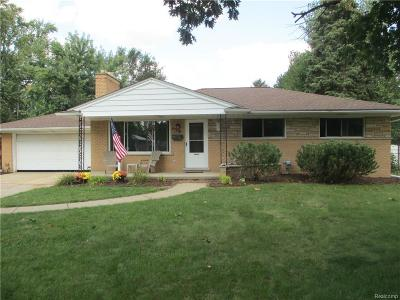 Shelby Twp Single Family Home For Sale: 8331 St John