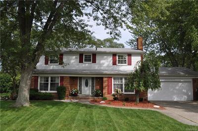 Farmington Hills Single Family Home For Sale: 25646 Castlereigh Dr