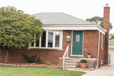 Saint Clair Shores Single Family Home For Sale: 27406 Grant St