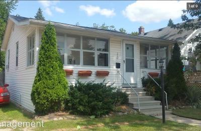 Royal Oak Single Family Home For Sale: 220 La Plaza Crt
