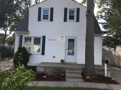 Madison Heights Single Family Home For Sale: 26537 Palmer Blvd