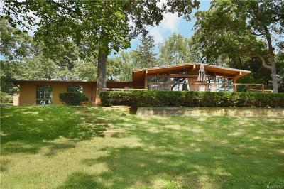 Single Family Home For Sale: 995 Timberlake Dr