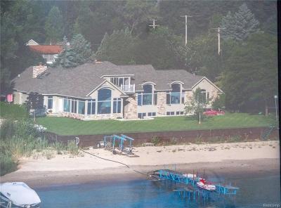 Fort Gratiot Single Family Home For Sale: 4556 Lakeshore Rd