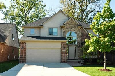 Plymouth Single Family Home For Sale: 9357 Village Manor Dr
