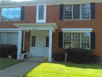 Harper Woods Condo/Townhouse For Sale: 20870 Wildwood Dr