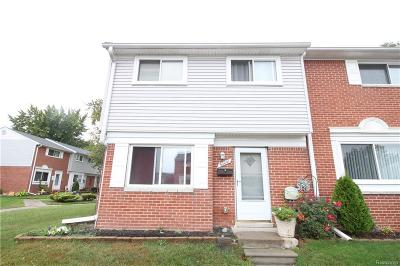 Saint Clair Shores Condo/Townhouse For Sale: 32041 Williamsburg