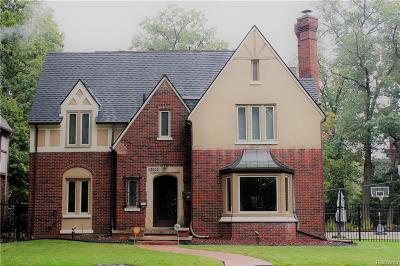 Detroit Single Family Home For Sale: 18000 Parkside St