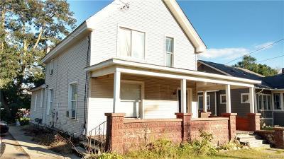 Oakland Multi Family Home For Sale: 302 N Saginaw St E