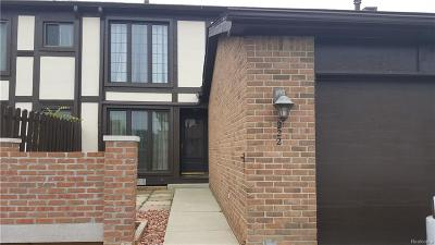 Saint Clair Shores Condo/Townhouse For Sale: 222 Country Club Dr