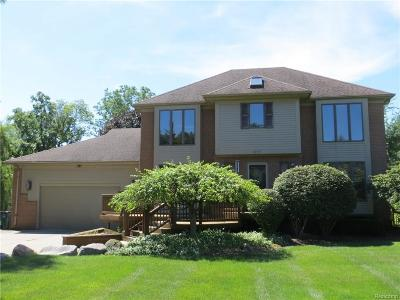 Troy Single Family Home For Sale: 311 Aspinwall Dr