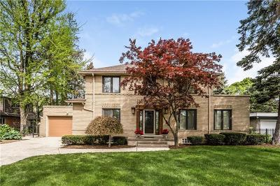 Grosse Pointe Park Single Family Home For Sale: 15215 Windmill Pointe Drive