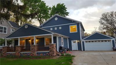 Royal Oak Single Family Home For Sale: 425 Detroit Ave