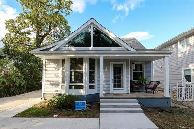 Pleasant Ridge Single Family Home For Sale: 3 Kensington Blvd
