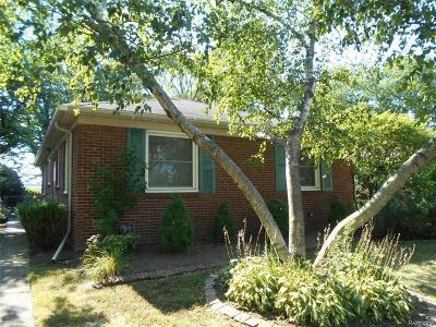 Grosse Pointe Woods Single Family Home For Sale: 19776 Ida Ln E