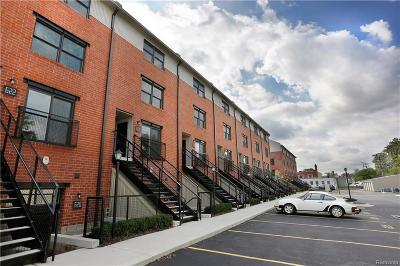 Royal Oak Condo/Townhouse For Sale: 642 W Eleven Mile Rd