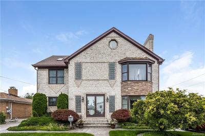 Saint Clair Shores Single Family Home For Sale: 22625 Shorewood Dr