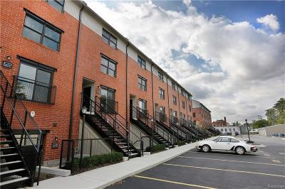 Royal Oak Condo/Townhouse For Sale: 634 W Eleven Mile Rd