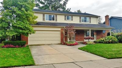 Grosse Pointe Woods Single Family Home For Sale: 787 N Brys Dr