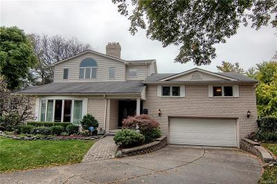 Grosse Pointe Woods Single Family Home For Sale: 963 Woods Ln