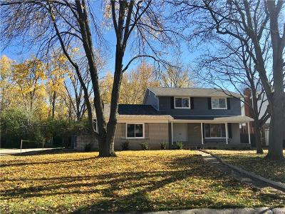 Southfield Single Family Home For Sale: 25540 Southwood Dr