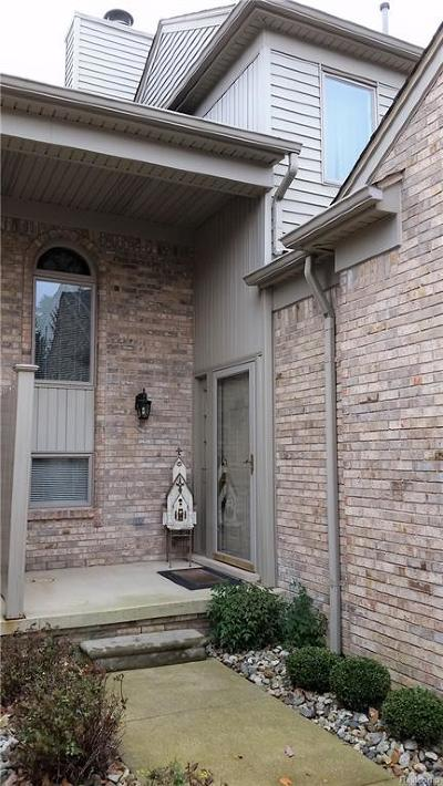 St. Clair Condo/Townhouse For Sale: 1935 N River Rd