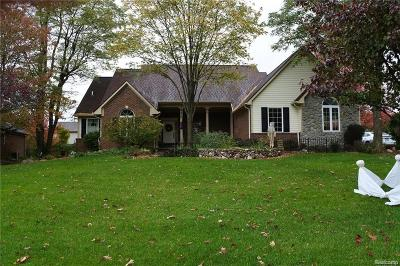 Lake Orion Single Family Home For Sale: 2114 Huntington Dr
