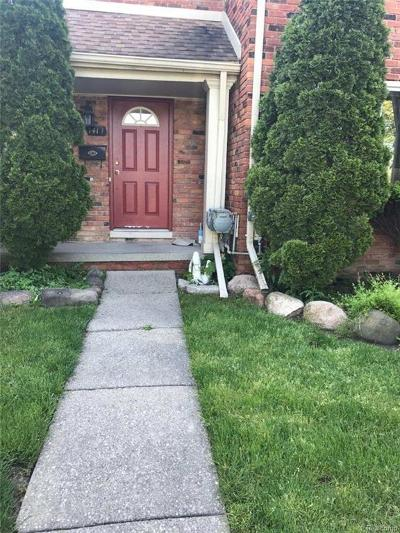Macomb Condo/Townhouse For Sale: 141 Floral Ave